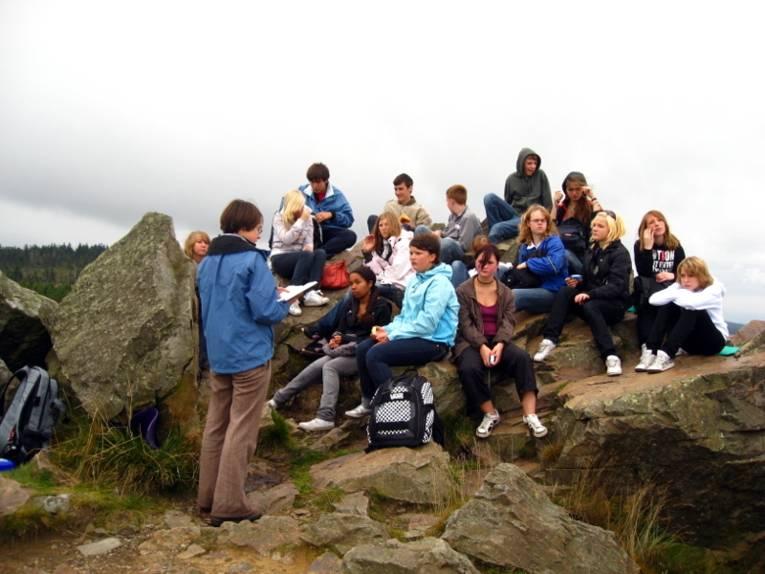 Eine Gruppe an der Wolfswarte im Harz